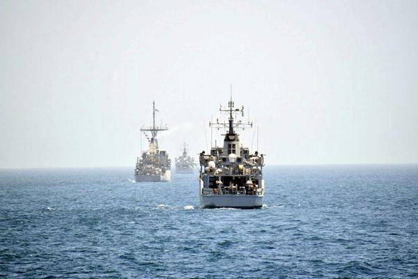 CHOICE OF 5 COLOURS HMS ARGONAUT CREST PRINTED ON A T SHIRT
