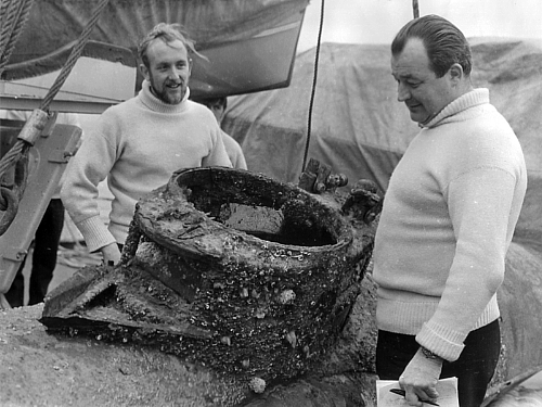 HMS Reclaim's Chief Diver Derek 'Nobby' Clark and Diving Officer Les Maynard inspect Welman