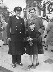 Jackie Rea with his wife Edda and son Peter at Buckingham Palace for MBE investiture